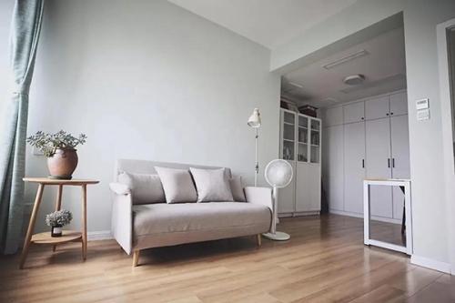 客厅铺原木地板,原来有这么多好处!